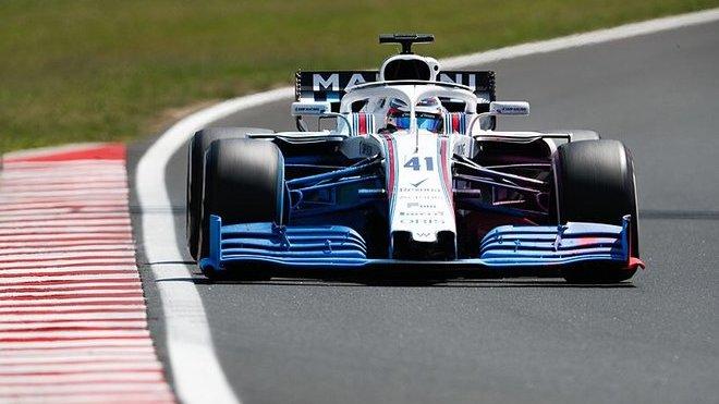 Oliver Rowland během testování Williamsu FW41 s vývojovým předním křídlem