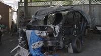 Rich Benoit rozebírá nabourané elektromobily Tesla a snaží se lidem pomáhat s jejich opravami bez nutnosti navštěvovat Teslu a její drahá servisní střediska