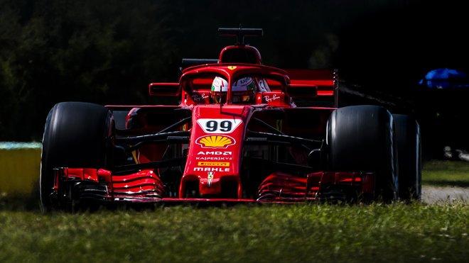 Antonio Giovinazzi s Ferrari SF71H během testů v Maďarsku
