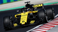 Renault během testování v Maďarsku před letní přestávkou