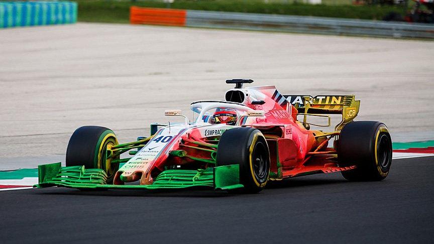 Robert Kubica při testování nového předního křídla v Maďarsku