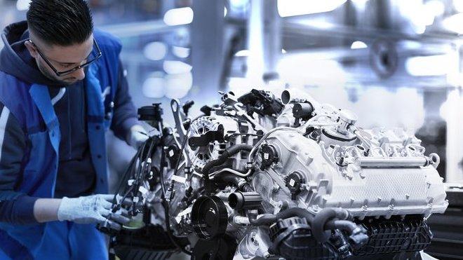 Montáž prvních motorů V8 pro BMW M850i xDrive Coupé