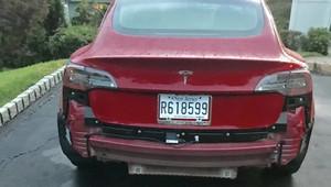 Auto jako z cukru? Podívejte se, co se Teslou Model 3 udělal průjezd prudkým deštěm - anotační obrázek