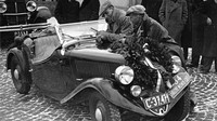 V lednu 1936 obsadila posádka Pohl - Hausman s roadsterem Škoda Popular Sport na Rallye Monte Carlo druhé místo ve třídě do 1500 cm3 .