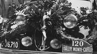Na Rallye Monte Carlo 1937 startovalo kupé Škoda Rapid. Umístilo se čtvrté ve třídě do 1500 cm3 . Snímek z přivítání u pražského Autoklubu.