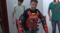 Nový způsob dopravy po městě? Čínský kolečkový oblek zatím nejvíce upoutal policii - anotační foto