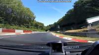 Děsivé video ukazuje jednoho z mnoha rizik jízdy na Nürburgringu. V tomto případě naštěstí došlo jen na pomačkané plech