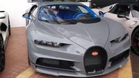 Ulice Cannes připomínají výstavu prémiových automobilů