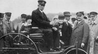 Bertha Benz s manželem Karlem