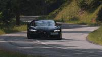 Bugatti Chiron dokáže zaujmout i na klikaté okresce
