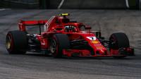Kimi Räikkönen při pátečním tréninku na Monze