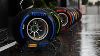 Pneumatiky Pirelli při pátečním deštivém tréninku na Monze