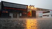 Páteční deštivý tréninku na Monze