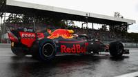 Daniel Ricciardo při pátečním deštivém tréninku na Monze