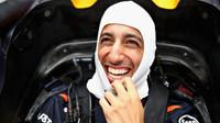 Stále usměvavý Daniel Ricciardo při pátečním deštivém tréninku na Monze