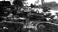 Tanky Renault FT-17 1. tankového regimentu Polské armády, bitva o Varšavu 1920 (Autor: neuveden Wikimedia / Public domain)