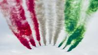 Letecká shouw před závodem v Monze