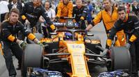 Fernando Alonso před závodem v Monze