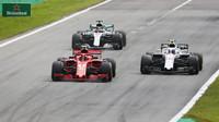 Sergej Sirotkin, Lewis Hamilton a Kimi Räikkönen na pódiu po závodě v Monze