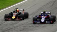 Daniel Ricciardo a Pierre Gasly v závodě v Monze