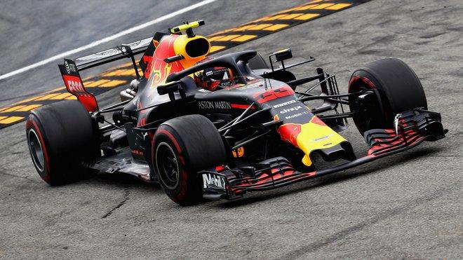 Max Verstappen s Red Bullem RB14 v Monze