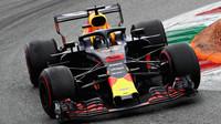 Daniel Ricciardo v závodě v Monze