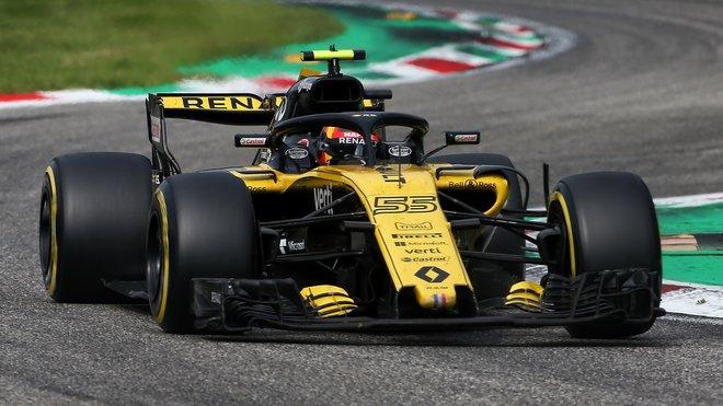 Carlos Sainz v Renaultem, který v Monze novou specifikaci nenasadil
