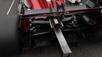 Výfuk a zadní křídlo vozu Sauber před závodem v Monze