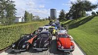 """Tisíce fanoušků oslavily 20. výročí modelu New Beetle na akci """"Beetle Sunshinetour to Wolfsburg 2018"""""""