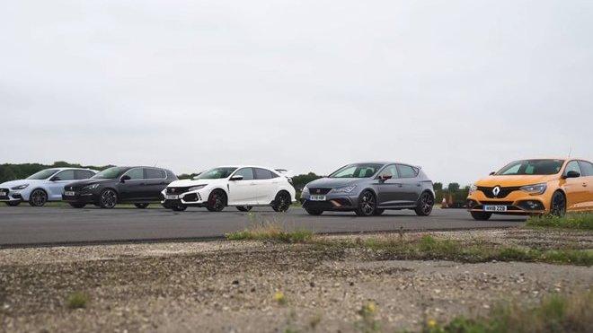 Působivý souboj ostrých hatchbacků