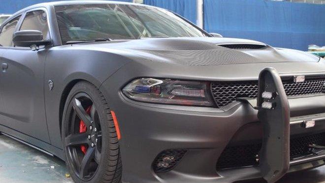 Dodge Charger SRT Hellcat v policejní úpravě Armorax má neprůstřelnou kabinu, přes 700 koní a pohon všech kol