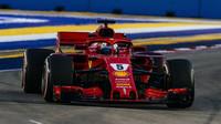 Sebastian Vettel v Singapuru, který byl pro Ferrari po vysokých očekáváních zklamáním