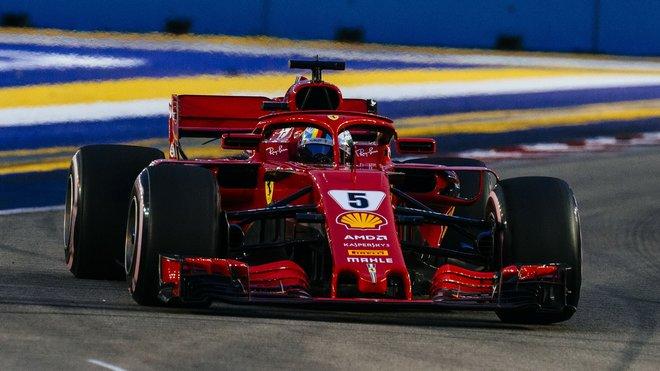 Sebastian Vettel v kvalifikaci na GP Singapuru