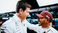 Lewis Hamilton se svým šéfem Totem Wolffem