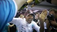Hamilton žádá Mercedes o zrychlení vývoje - anotační foto