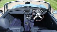 Elektrický MG Roadster v úpravě od společnosti RBW