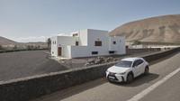 Fotografka trpící agorafobií nafotila nový Lexus UX na ostrově vzdáleném 3000 kilometrů ze svého domova