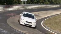 Nástupce Rapidu na závodní trati? Maskovaná Škoda už se prohání po Nürburgringu - anotační foto
