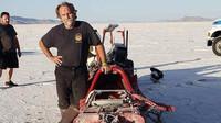 V rychlosti 687 km/h mu praskla pneumatika, místo překonání rekordu se podruhé narodil - anotační foto