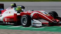 Mick Schumacher si svými výsledky získává čím dál více pozornosti