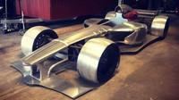 Silniční verze Formule 1? Nadšenec ji staví v garáži, motor V12 dostala z Ferrari - anotační foto