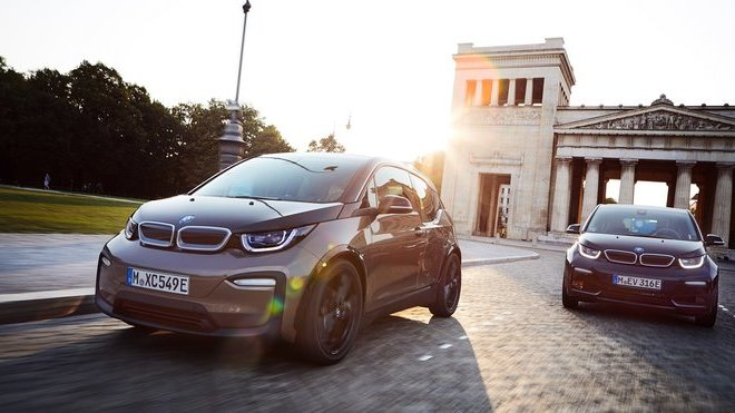 BMW i3 je na trhu už 6 let, nejnovější iterace ujede na jedno nabití přes 300 km