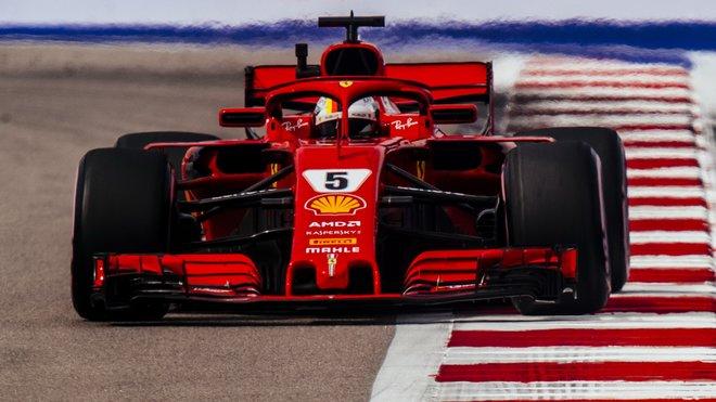 Sebastian Vettel má už jen matematickou šanci na titul, Lewis Hamilton s Mercedesem jasně vede