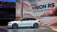 V centru pozornosti na stánku značky Škoda byla poprvé představená studie Škoda Vision RS, která nabízí výhled na další vývoj modelové palety v segmentu kompaktních vozů
