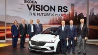 Představenstvo společnosti Škoda Auto na tiskové konferenci dne 2. října 2018 v Paříži.