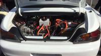 Honda S2000 dostala elektromotor z Tesly P100D a baterie z Chevroletu Volt (Twitter / @SylDrax)