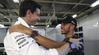 Kvalifikace triumfem Hamiltona. První tři v rozmezí 70 tisícin vteřiny. Verstappen zpytuje svědomí - anotační foto