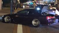 Extrémně snížený Nissan S15 se zasekl na obyčejné křižovatce (Facebook / Christian Raper)