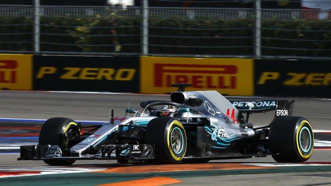 Lewis Hamilton v závodě v Rusku