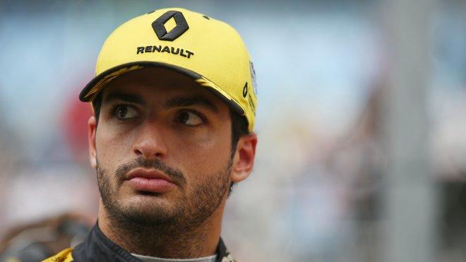 Carlos Sainz u Renaultu končí, místo něj tam bude jezdit Daniel Ricciardo